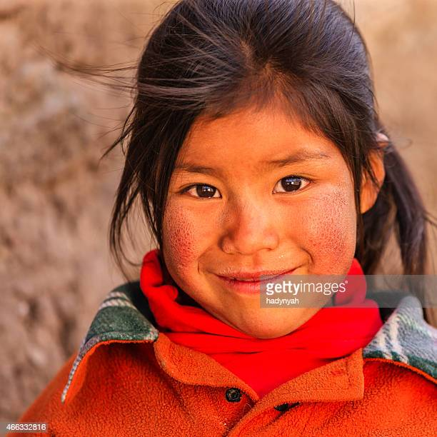 poco chica cerca peruano canion colca, arequipa, perú - cultura peruana fotografías e imágenes de stock