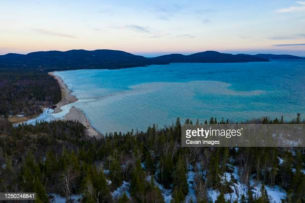 little pic river emptying into lake superior, neys provincial park - lake superior provincial park stock pictures, royalty-free photos & images