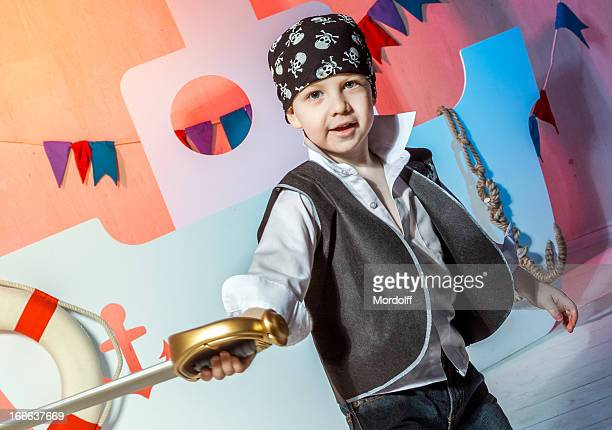 Petit garçon pirate avec Sabre
