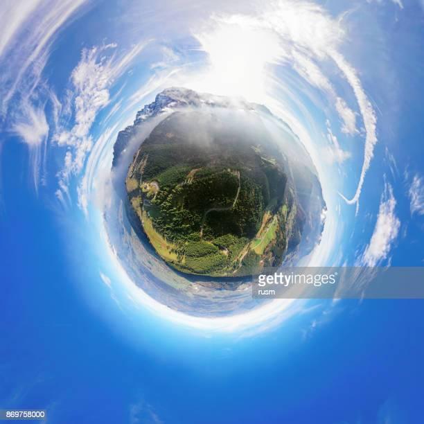 Petit panorama aérien de planète de Rossfeld route panoramique de la montagne, Berchtesgaden, Allemagne