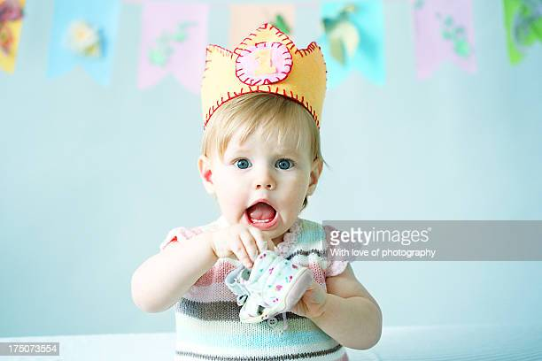 little princess's the very first birthday - happybirthdaycrown stock pictures, royalty-free photos & images