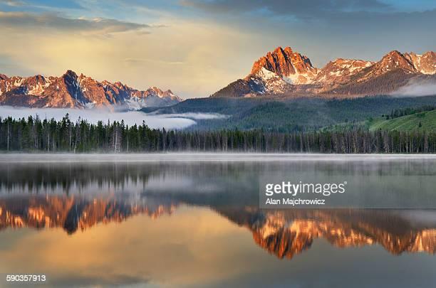 little redfish lake, sawtooth mountains idaho - idaho stock pictures, royalty-free photos & images