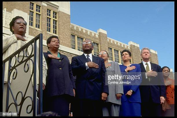 Little Rock Nine vets Beals Eckford Green Karlmark Lanier Pres Clinton McKindra in ceremony marking return of 1st black students to attend Central...