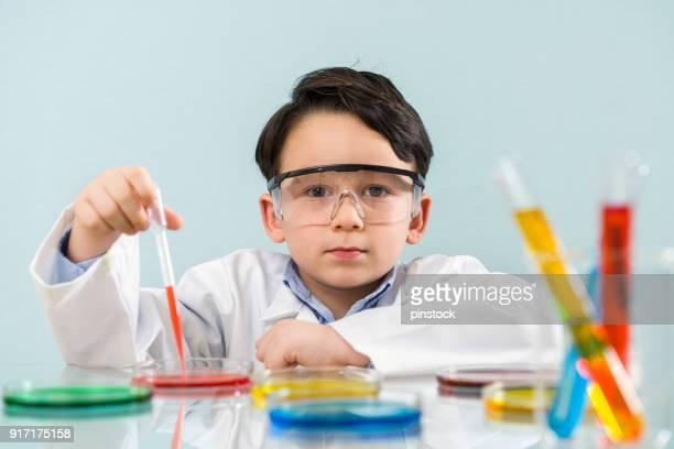Kleinen Forscher im Labor