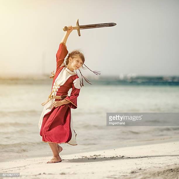 little shieldmaiden praticando - roupa de época - fotografias e filmes do acervo