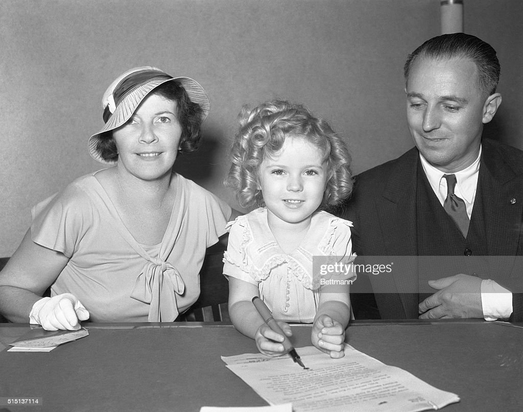 Shirley Temple Signs Hollywood Contract : News Photo