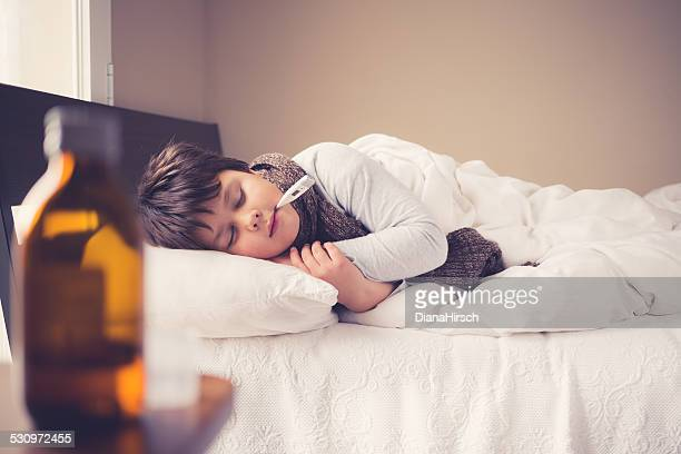 Kleinen Kranken Jungen Schlafen
