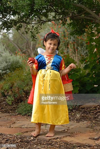little snowhite nella foresta con apple - snow white foto e immagini stock