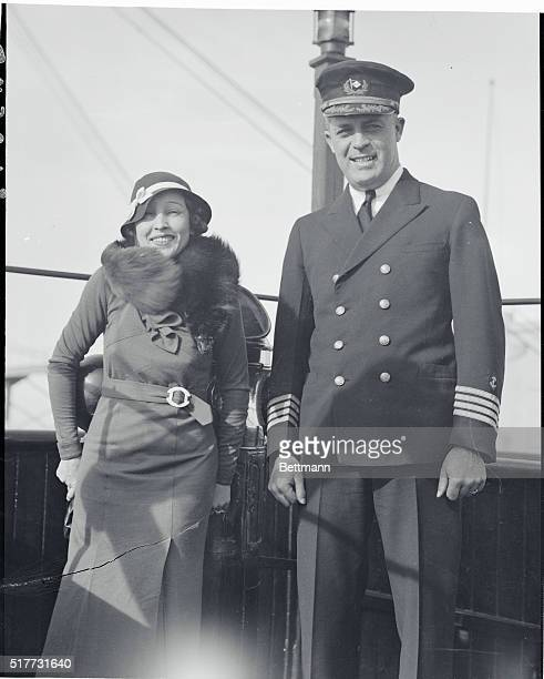 A little star meets a big skipperLos Angeles California Bessie Love diminutive star of the screen meets one of the biggest ocean skippers Captain...