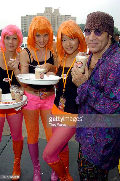 Little Steven Van Zandt with the Dunkin' Donuts Latte Ladies