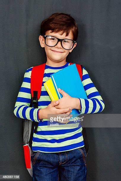Wenig lächelnd Studentin mit Büchern