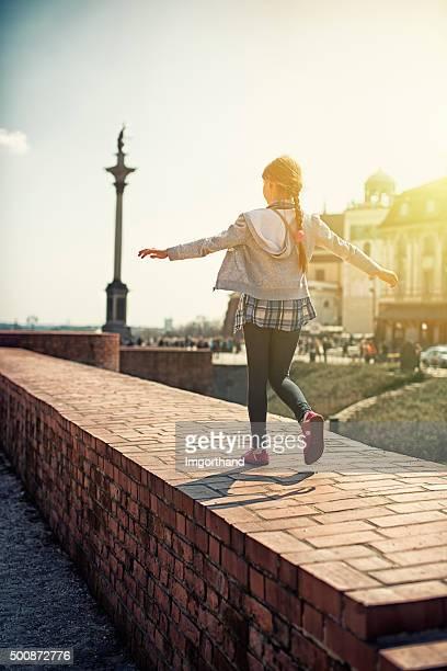 Little tourist Mädchen Besuch in Warschau