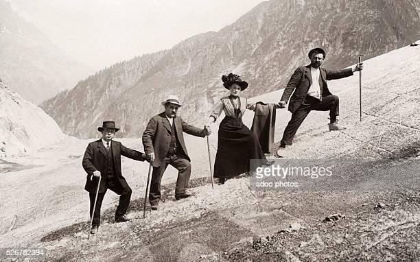 Little walking in the medium-altitude mountain . Ca. 1920.