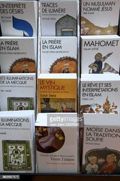 Littérature arabe exposée au Salon des cultures arabes du Salon du Livre et de la Presse à Genève en Suisse le 30 avril 2015