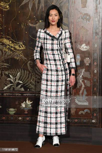 Liu Wen attends the photocall of the Chanel Metiers d'art 2019-2020 show at Le Grand Palais on December 04, 2019 in Paris, France.