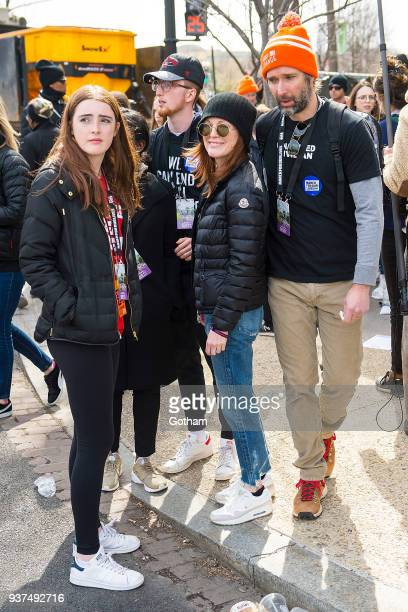 Liv Freundlich Caleb Freundlich Julianne Moore and Bart Freundlich attend the March For Our Lives on March 24 2018 in Washington City
