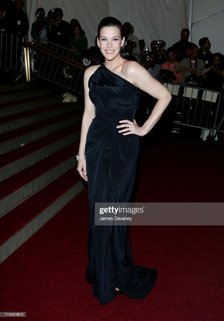 """AngloMania"" Costume Institute Gala at The Metropolitan Museum of Art - Arrivals : News Photo"