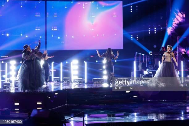 "Live Finale Results"" Episode 1914B -- Pictured: Desz, Kelly Clarkson --"