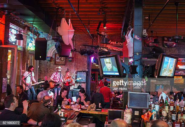 Live music on Nashville's Broadway