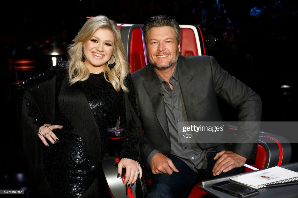 THE VOICE -- 'Live Playoffs' Episode 1414A -- Pictured: (l-r) Kelly Clarkson, Blake Shelton --
