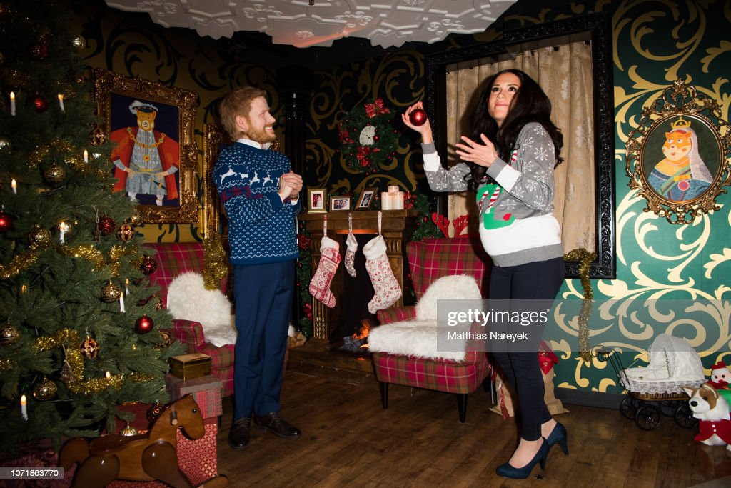 Madame Tussauds Presents Live-Figures Of The Duke & Dutchess Of Sussex In Berlin : News Photo