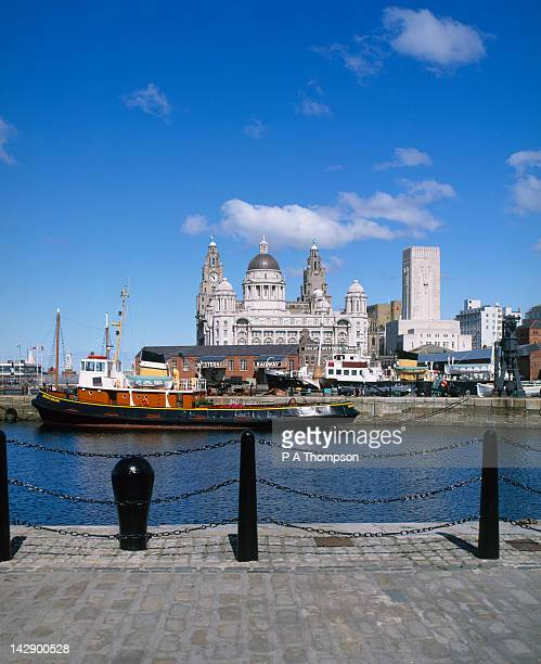 liver and cunard buildings, liverpool, merseyside, england - liverpool england stock pictures, royalty-free photos & images