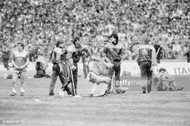 Liverpool 31 Everton FA Cup Final Wembley Stadium London Saturday 10th May 1986 Post Match Adrian Heath Kevin Richardson Neville Southall Bobby Mimms...