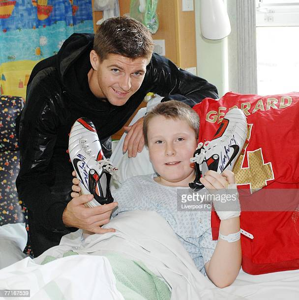 Liverpool captain Steven Gerrard poses with 10 year old Jamie Hellawell at Liverpool's Alder Hey Hospital following a road traffic collision in...
