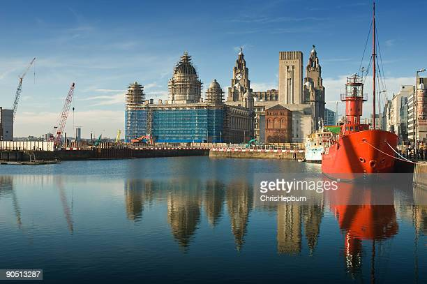 liverpool dock reflection - liverpool england stock pictures, royalty-free photos & images