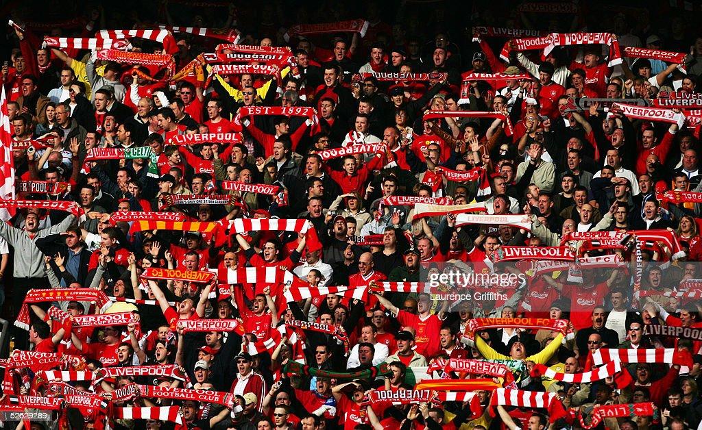 Liverpool v Everton : News Photo
