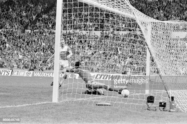 Liverpool FC 3-1 Everton FC, FA Cup Final 1986, Wembley Stadium, Saturday 10th May 1986. Match Action. Ian Rush goal, Craig Johnston.
