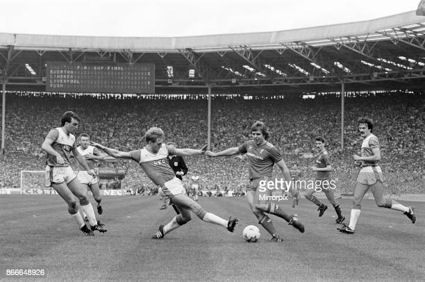 Liverpool FC 3-1 Everton FC, FA Cup Final 1986, Wembley Stadium, Saturday 10th May 1986. Match Action. Jan Molby.