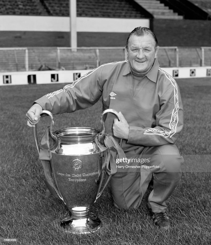 Football. August 1978. Liverpool manager Bob Paisley kneels proudly on the Anfield turf displaying the European Cup, after beating FC Brugges at Wembley 1-0. : News Photo