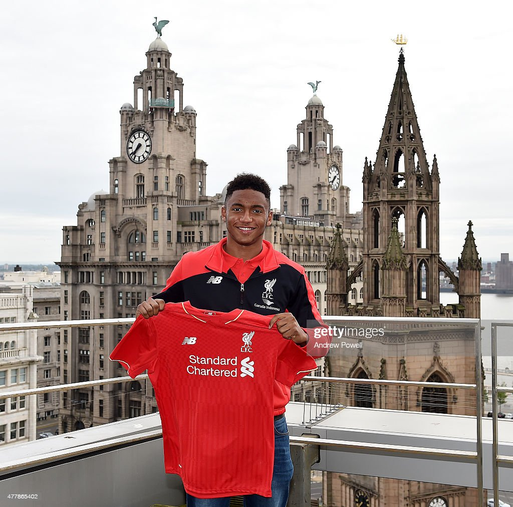 Joe Gomez Signs For Liverpool : News Photo