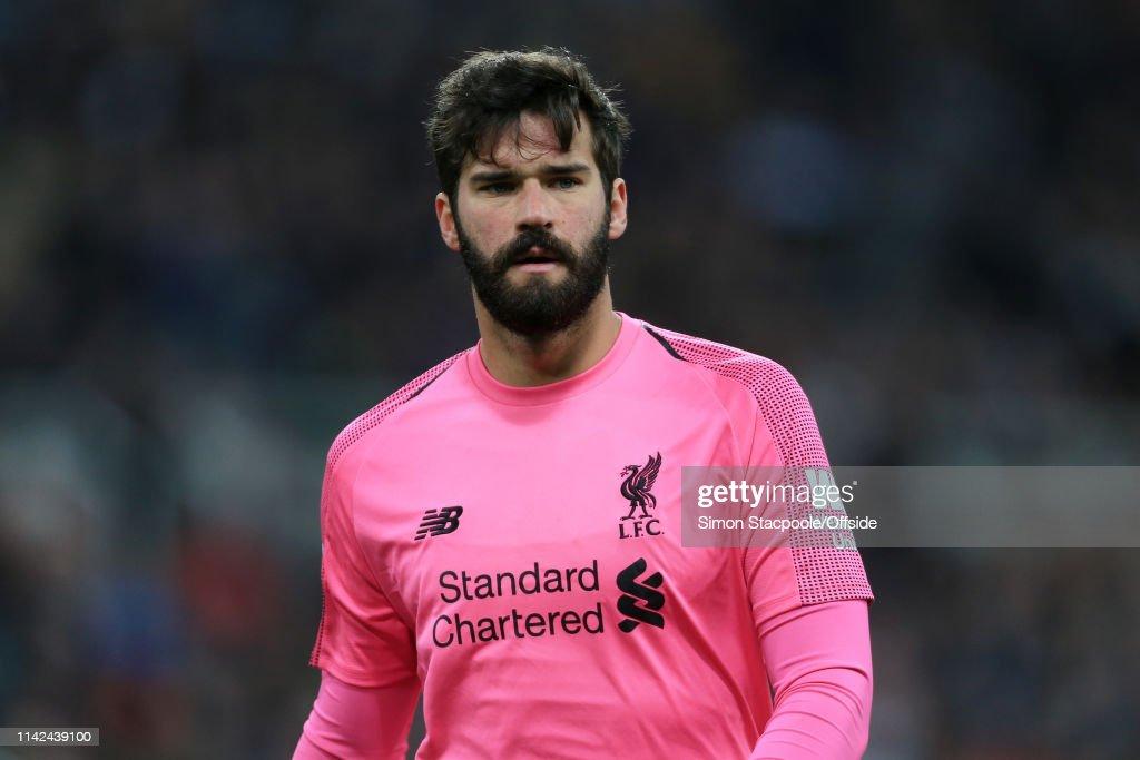 new arrivals a025d 1d30d Liverpool goalkeeper Alisson Becker wears a pink jersey ...