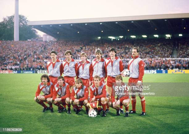 Liverpool line up for a group photo before the 1985 European Cup Final between Juventus and Liverpool at the Heysel Stadium on May 29 1985 in...