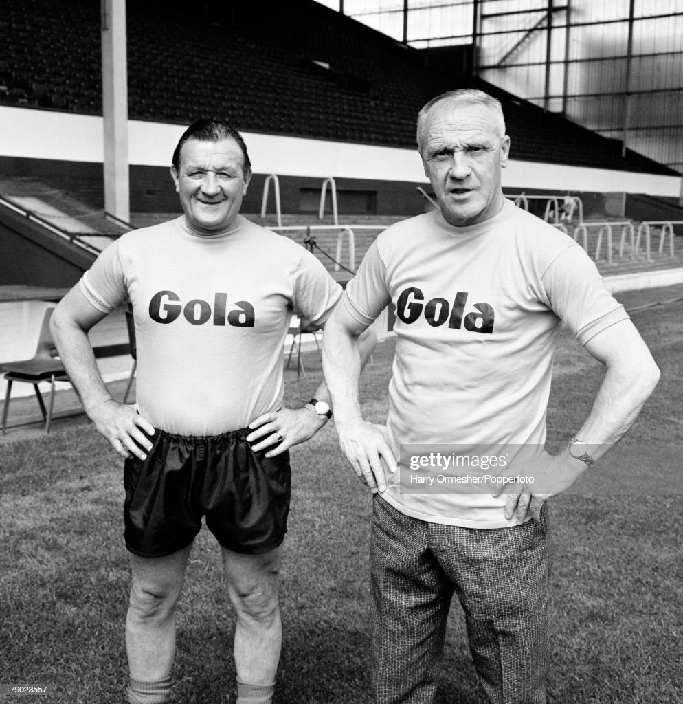 Sport. Football. Anfield, Liverpool, England. May 1974. Liverpool FC Manager Bill Shankly (right) is pictured with his Assistant Bob Paisley during the run-up to the FA Cup Final. : ニュース写真