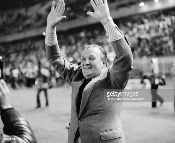 Liverpool manager Bob Paisley celebrates after the European Cup Final between Liverpool and Real Madrid at the Parc des Princes on May 27, 1981 in...