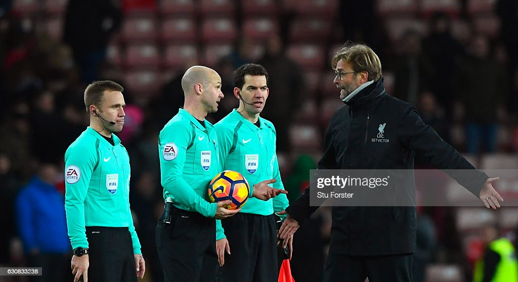 Liverpool manager Jurgen Klopp (r) remonstrates with referee Anthony Taylor (2nd left) and his officials after the Premier League match between Sunderland and Liverpool at Stadium of Light on January 2, 2017 in Sunderland, England.