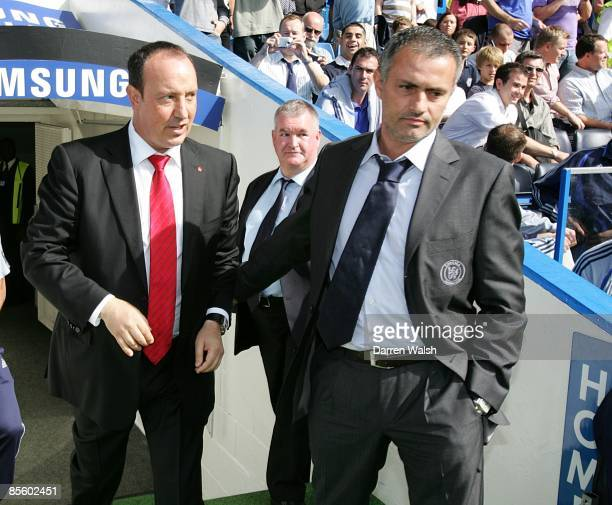 Liverpool manager Rafael Benitez and Chelsea manager Jose Mourinho shake hands prior to kick off