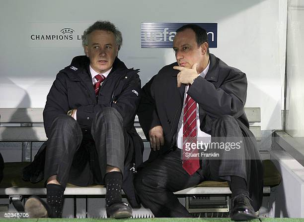 Liverpool Manager Rafael Benitez and Chief Executive Rick Parry watch from the dugout prior to the UEFA Champions League first knockout round second...
