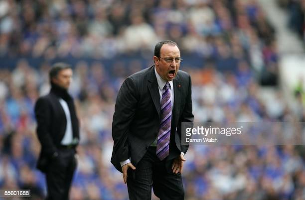 Liverpool manager Rafael Benitez urges on his team as Chelsea's manager Jose Mourinho looks on