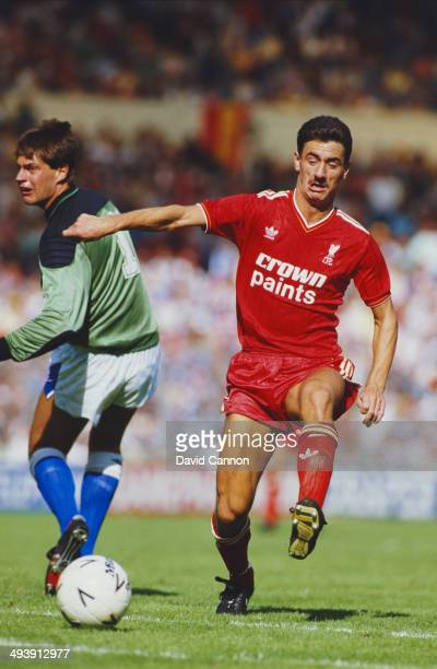 Liverpool player Ian Rush rounds Everton goalkeeper Bobby Mimms to score during the FA Charity Shield match between Everton and Liverpool at Wembley...