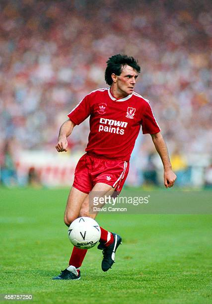 Liverpool player Ray Houghton in action during the 1988 FA Cup final between Liverpool and Wimbledon at Wembley Stadium on May 14, 1988 in London,...