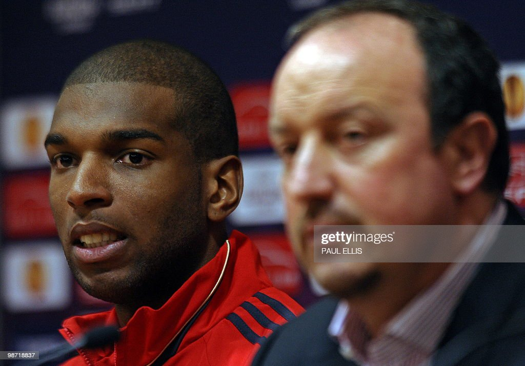 Liverpool 's Spanish manager Rafael Beni : News Photo