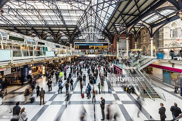 liverpool street station at rush hour - railway station stock pictures, royalty-free photos & images