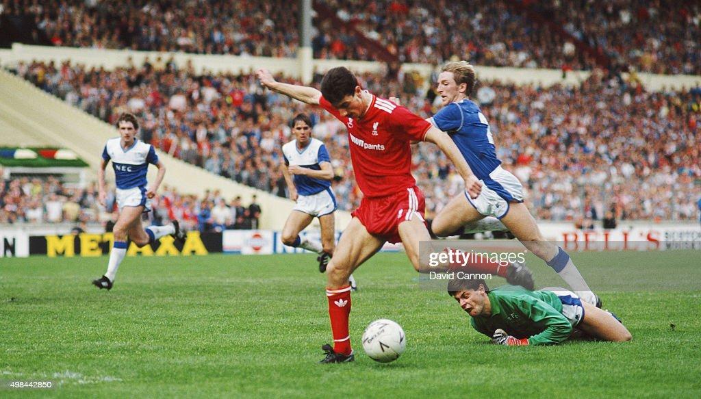 1986 FA Cup Final Liverpool 3-1 Everton : News Photo
