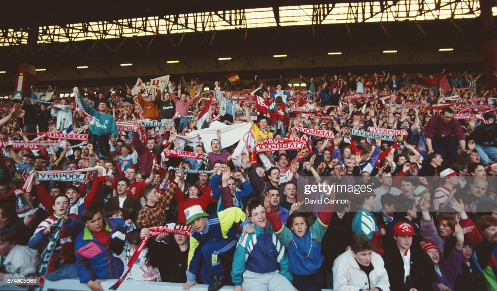 The Kop Anfield Liverpool v Manchester United 1992 : ニュース写真