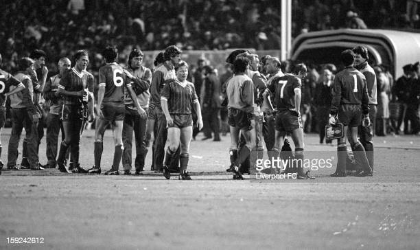 Liverpool take a break just before extratime beigins during the UEFA European Cup Final between AS Roma and Liverpool FC held on May 30 1984 at the...