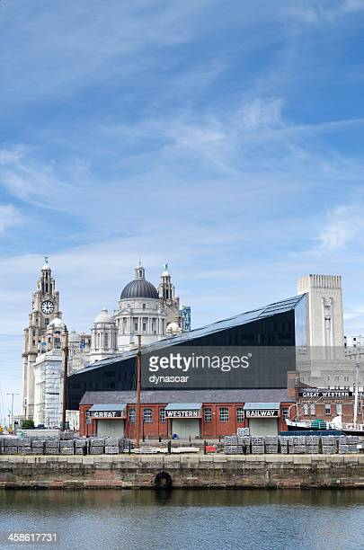liverpool waterfront, architectural contrasts - merseyside stock pictures, royalty-free photos & images
